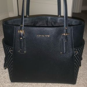 Michael Kors Voyager Tote East/West Silhouette